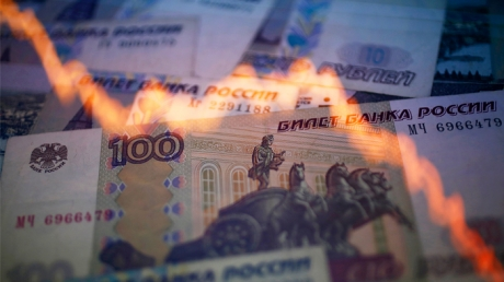 """Очередной мощный удар Америки по российской экономике и рублю: хедж-фонды США объявили бойкот """"деревянному"""""""