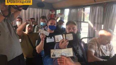 """В Кропивницком """"Азов"""" оригинально проучил водителя маршрутки, отказавшегося везти ветерана АТО: появилось фото"""