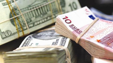 Курс гривны к доллару и евро изменился сразу после выходных: что произошло