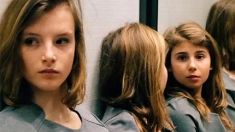 """Снимок неизвестного количества девочек расколол Instagram спорами, побив рекорд """"двухцветного"""" платья"""