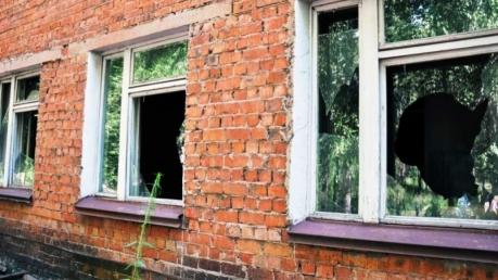 """""""Я твой школа окна шатал"""". Пьяный якутский слесарь разгромил спортшколу, сославшись на то, что из-за ремонта он не может заниматься спортом"""