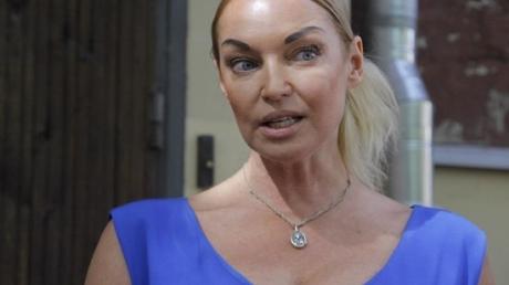 """Эпатажная Волочкова показала, что сделала со спальней 13-летней дочери: """"А рядом сидит Сережа"""", - фото"""