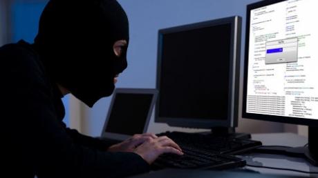 США обещают награду за хакера из кибер-банды, базирующейся в России или Украине