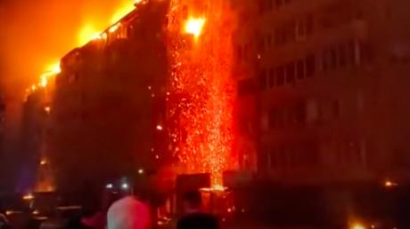 В Краснодаре из-за свадебного салюта огонь охватил многоэтажку - сгорели 88 квартир, 300 человек остались на улице