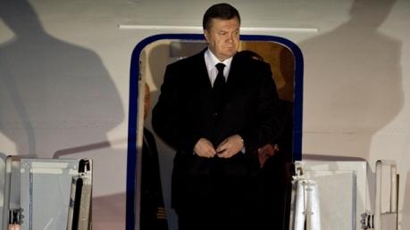"""Киевский суд направил Януковичу повестку: беглого """"легитимного"""" собираются привлечь по делу о государственной измене"""