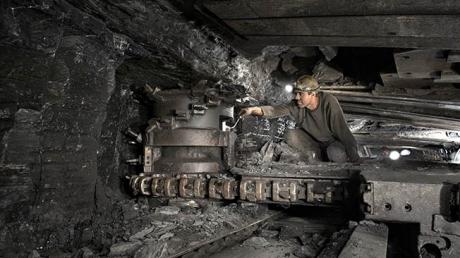 В Луганской области под землей бастуют шахтеры, требует выплатить задолженность по зарплате