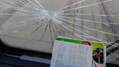 Транспортный коллапс в Харькове: люди перекрыли дорогу и бьют стекла в трамваях, детали