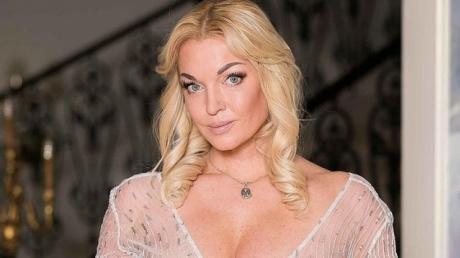 Волочкова ошарашила поклонников прозрачным нарядом с фатой: скандальная балерина сделала заявление о замужестве