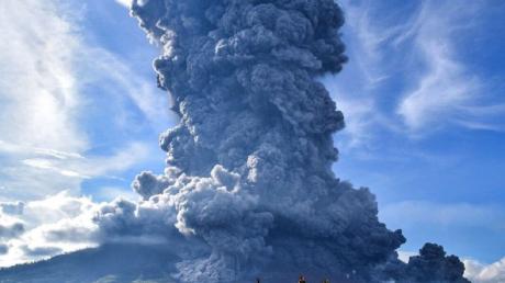 Вулкан— ВИндонезии проснулся вулкан Левотоло— Синоптик
