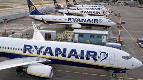 Министр инфраструктуры Владимир Омелян заявил о возможной отмене полетов лоукост-компании Ryanair в Украину