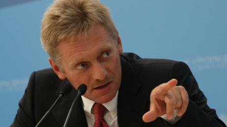"""""""Пытался оградить от нападок"""", - Песков раскрыл секрет, за чем конкретно Путин ездил в Германию к Меркель"""