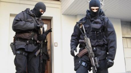 """Командира подразделения """"Альфа"""" уволили за кражу ценностей из банка"""