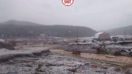 Число жертв прорыва дамбы в РФ возросло - поселок смел 5-метровый поток грязи