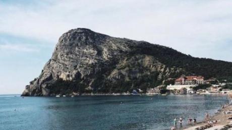 Испугались землетрясения: на крымских пляжах до сих пор ищут 6 миллионов вымышленных туристов - кадры