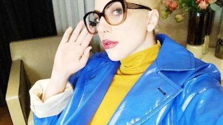 """Интернет взбудоражил """"украинский наряд"""" культовой американской певицы: желто-голубой костюм Леди Гаги уже установил рекорд по лайкам - кадры"""
