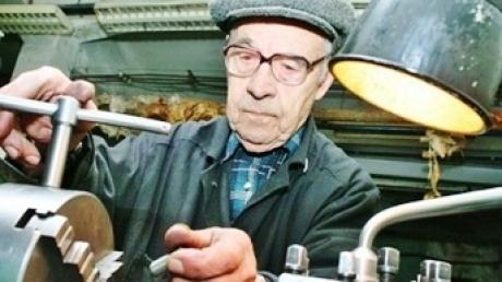 Минсоцполитики: работающим пенсионерам урежут пенсии на 15%