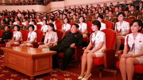 """""""Публичные казни, гарем школьниц и суп из гнезд ласточек"""", - девушка, бежавшая из КНДР, рассказала, как живет Ким Чен Ын и его народ"""