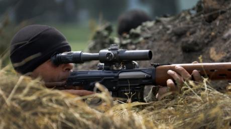 Под Марьинкой снайпер боевиков открыл прицельный огонь по украинским военным
