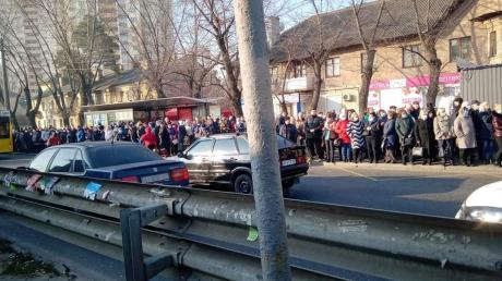 В Сети показали очереди на транспорт и забитые маршрутки в Киеве