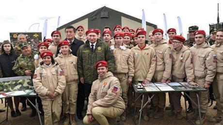 Российские СМИ отказались показывать неудачное фото Путина: соцсети нашли его и рассказали почему