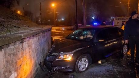 В Днепре вооруженный и голый россиянин устроил ДТП во время погони полиции за ним - кадры