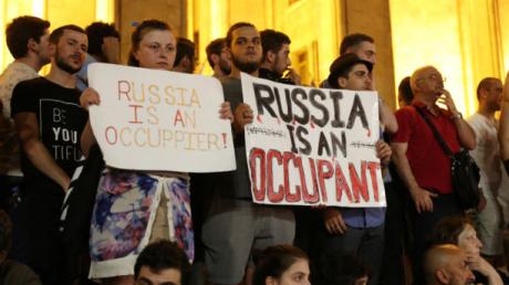 """""""Россия - оккупант"""", - Грузия продолжает выходить на митинги - фото"""