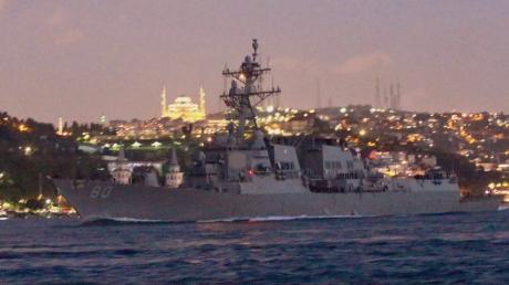 Еще два военных корабля НАТО вошли в Черное море - кадры облетели Сеть