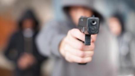 """Стрельба на """"Седьмом километре"""" в Одессе: преступники тяжело ранили двух мужчин и похитили 3 миллиона гривен - опубликованы кадры"""