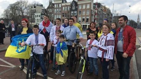 Климкин катался на велосипеде по Амстердаму в поддержку Украины