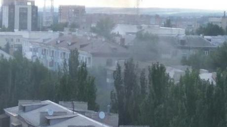 Взрывы в оккупированном Луганске: террористы пугают новыми терактами, людям рекомендуют не выходить на улицы, центр города по-прежнему в оцеплении – новые кадры