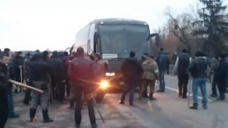 """СМИ: в Крыму хотят заочно судить """"праворадикалов"""", уничтоживших автобусы с крымскими """"титушками"""""""