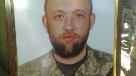 Сегодня проводили в последний путь нашего мальчика… Под Мариуполем со всеми почестями простились с 29-летним бойцом АТО Виталием Бабковым, погибшим под Луганском, - кадры