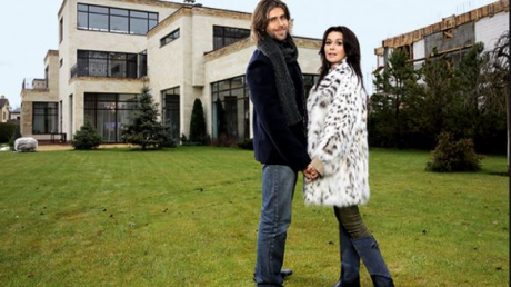 Дом Анастасии Заворотнюк готовят к ее возвращению из Нью-Йорка: дрон заснял происходящее в особняке