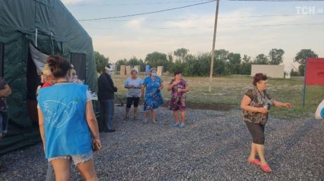 """Кадры, как люди ждут пропуска на КПП в """"ДНР"""": некоторые дончане живут тут уже три недели"""