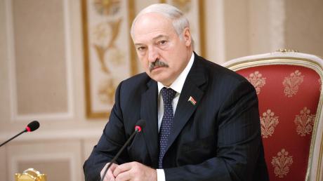 Лукашенко готов к введению военного положения: Белковский о ситуации в Беларуси