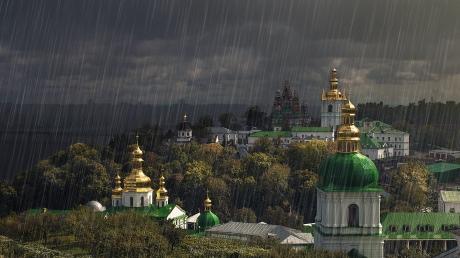 До конца дня Киев накроет страшная непогода: синоптики предупреждают о шквальном ветре и грозе