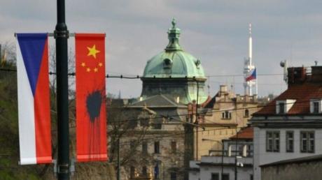 В Чехии неизвестные испортили флаги Китая