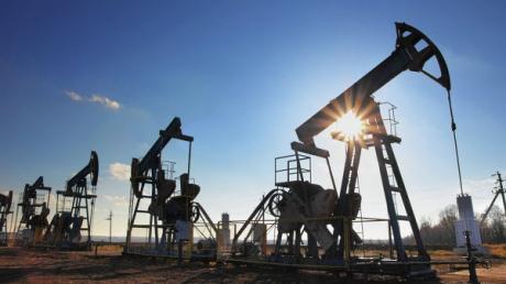 Bloomberg: цена на нефть марки Brent рухнула до 47,37 долл. за баррель