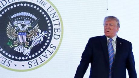 Трамп угодил в большой скандал с российским двуглавым орлом на гербе США - детали и кадры