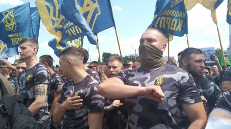 """В Одессе ветераны АТО устроили депутатам """"ОПЗЖ"""" """"теплый прием"""": титушки с оружием их не спасли"""