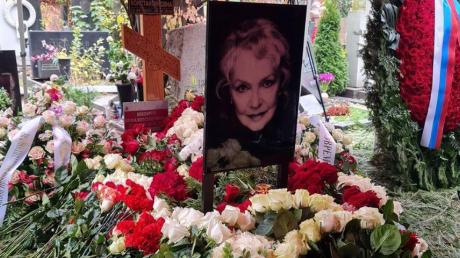 Плохая примета: на похоронах Скобцевой ее сын Бондарчук и внук Крюков навлекли на себя грех