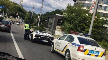 Lamborghini, остановка, евробляха, остановка, нарушение ПДД, фото, Инстаграм