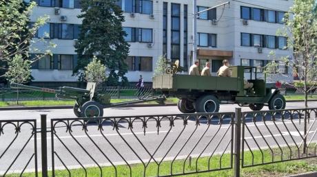 """Террористы """"ДНР"""" репетируют военный парад к 9 мая: опубликованы фото с военной техникой в центре Донецка"""