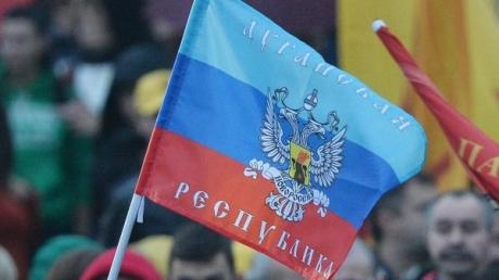 В Киеве с дорогими покупками и в сопровождении охраны замечен бывший луганский регионал и пророссийский пиарщик Кудинов