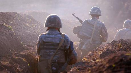 На юге Карабаха идут тяжелые бои, а Азербайджан вновь обстреляли: Ереван и Баку выступили с заявлением