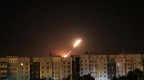 Донецк подвергся минометному обстрелу: горит лаборатория 20-й больницы, снаряды упали в Калининском районе