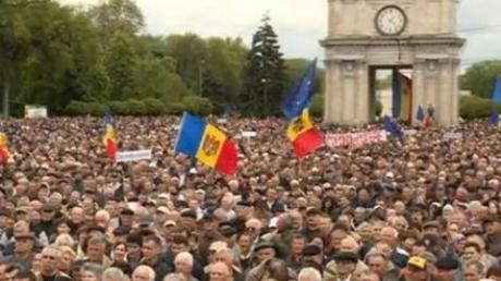 В Кишиневе люди вышли на масштабный митинг против присоединения к Румынии