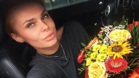 """""""Возвращайся скорее, с*ка"""": в Новой Москве девушка совершила жуткое самоубийство на глазах у прохожих, оставив странную предсмертную записку, - кадры"""