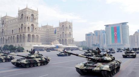 Баку объявил военное положение и частичную мобилизацию из-за обострения в Карабахе