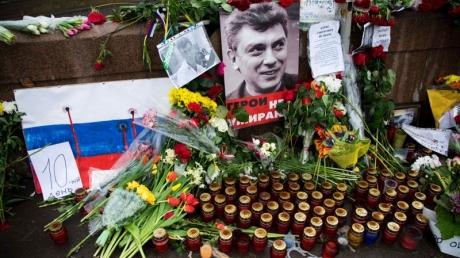 """В Кремле на вопрос об убийстве Немцова путинский пресс-секретарь Песков стал цинично прикидываться """"шлангом"""""""